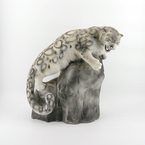 """Скульптура """"Барс на камне"""""""