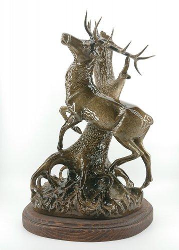 """Скульптура """"Олень у дерева"""""""